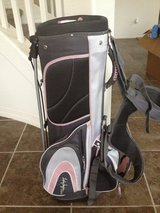 Lady Hagen pink ribbon golf bag, reduced in Fort Bliss, Texas